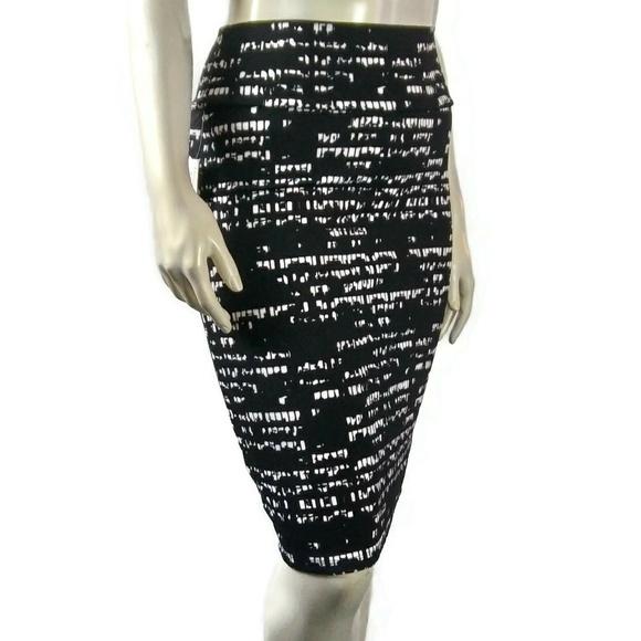 LuLaRoe Dresses & Skirts - LULAROE Cassie Black White Fitted Skirt Medium